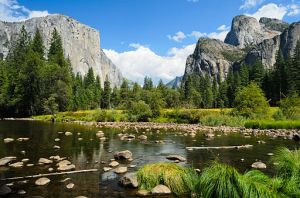 Valley View Yosemite August 2013 by King of Hearts (Own work) CC BY-SA 3.0 via Wikimedia Commons